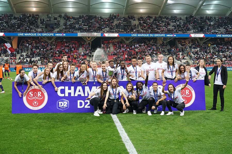 Photo de victoire d'équipe de football féminin